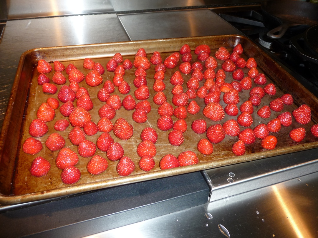 Clean the strawberries, cut off the stems, place them on a cookie tray and freeze.