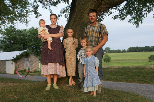 http://www.mariasfarmcountrykitchen.com/wp-content/uploads/2012/10/familyfarmers.jpg