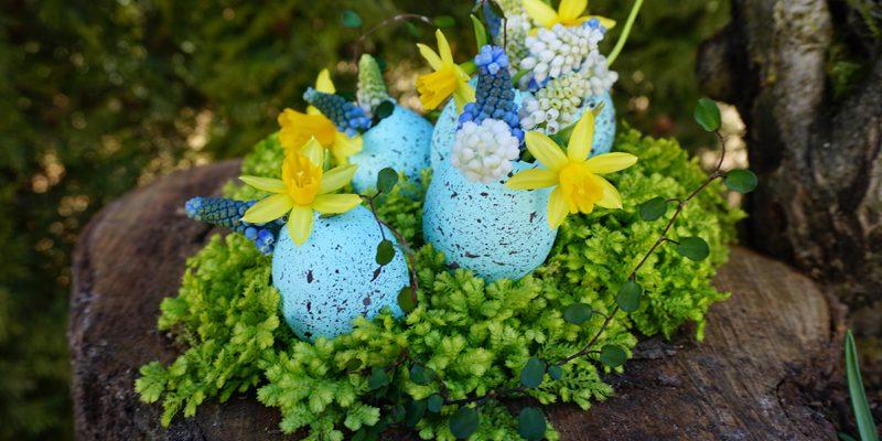 Easter Craft: Eggshell Vases