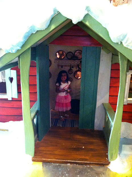 A fairytale kitchen cottage made fit for a traveling preschooler. Syah, age 3 cooks up a storm at the children's playground at Stockholm's Arlandia airport.
